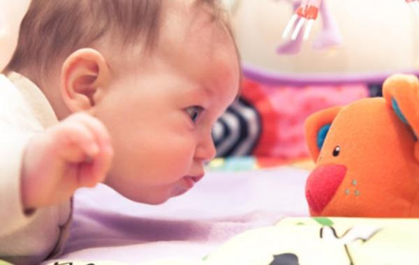 Най-полезните игри за децата от раждането до навършване на тримесечна възраст