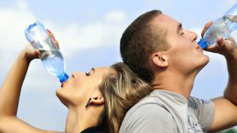 От колко вода имаме нужда и какво най-много дехидратира организма